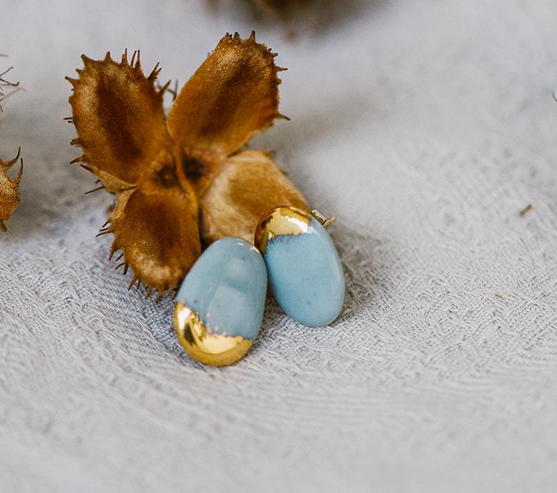 Boucles d'oreilles en porcelaine grise et or