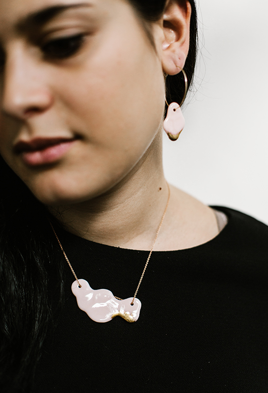 Collier nuage en porcelaine rose et or
