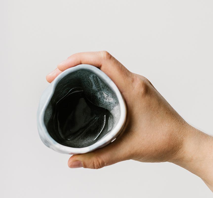 intérieur noir tasse en porcelaine marbrée