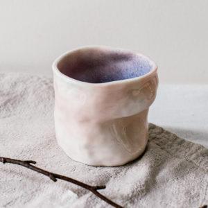 Tasse nuage en porcelaine marbrée rose et bleue