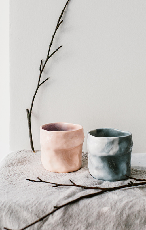 Tasses en porcelaine marbrée rose et grise