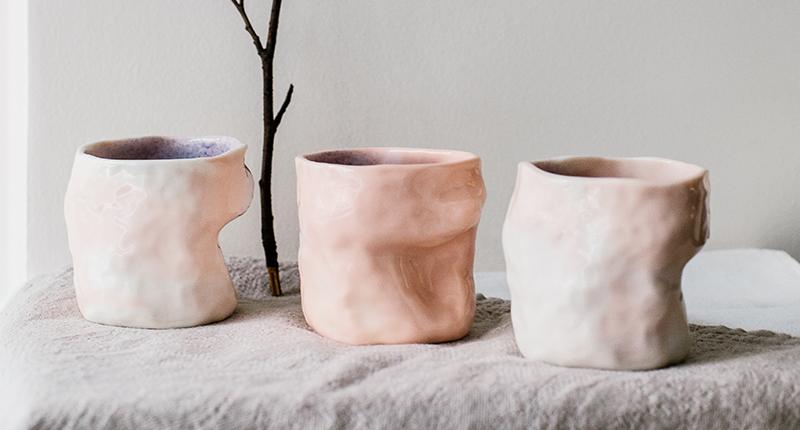 Tasses en porcelaine rose marbrée
