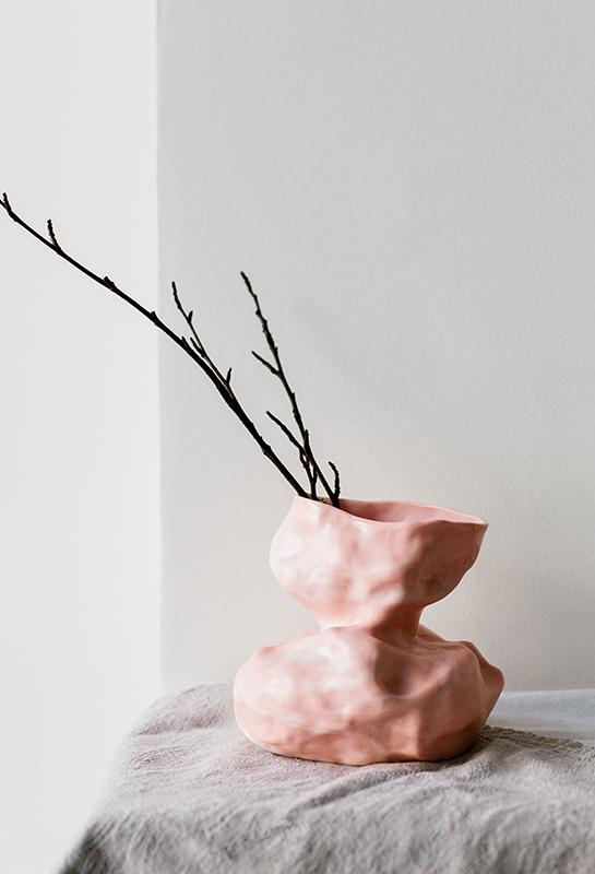 Vase en porcelaine marbrée rose